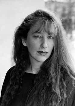 Margit Hahn liebt es die Klischees der Geschlechterdynamik auf den Kopf zu stellen. Die junge Autorin setzt gekonnt auf kurze Geschichten, versetzt mit ... - akku_frau
