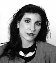 Margit Hahn liebt es die Klischees der Geschlechterdynamik auf den Kopf zu stellen. Die junge Autorin setzt gekonnt auf kurze Geschichten, versetzt mit ... - akku_frau2